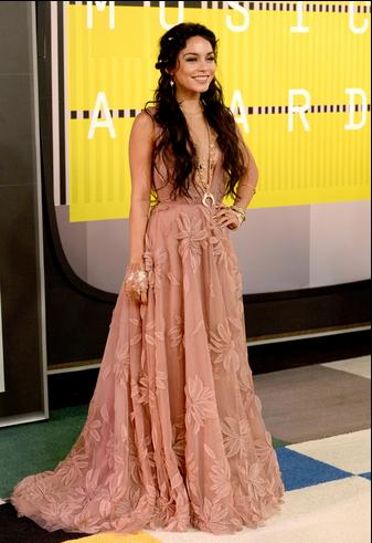 Vanessa Hudgens'a pek bayılmam ama elbisenin güzelliği su götürmez. Naeem Khan.