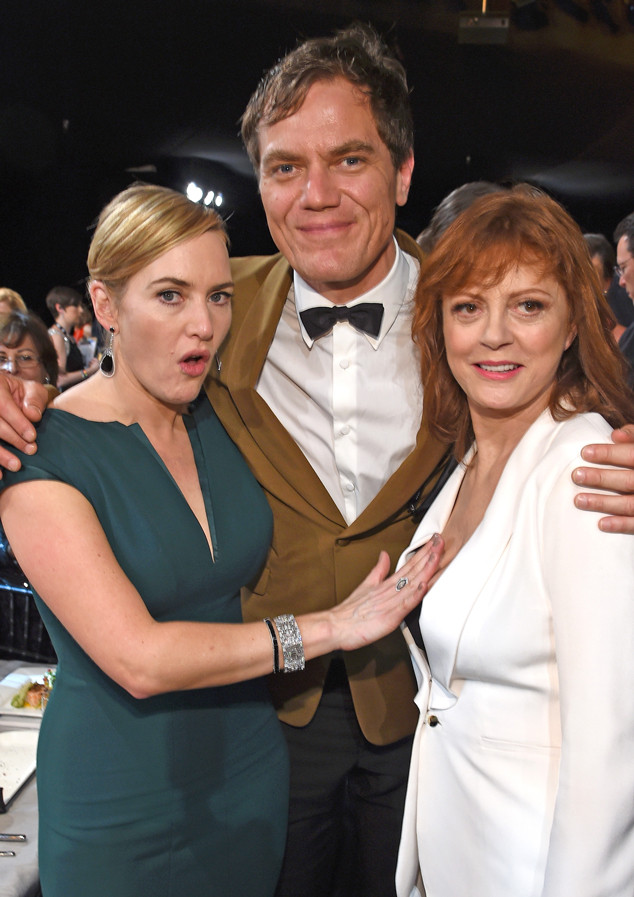 rs_634x897-160130195010-634-kate-winslet-susan-sarandon-cleavage-hug-sag-awards-013016